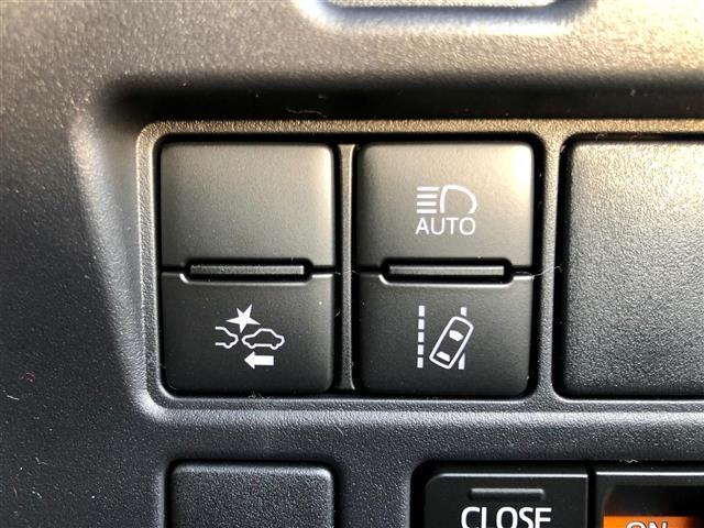 【トヨタセーフティセンス】オートマチックハイビーム、衝突被害軽減、車線逸脱警報機能が装備されております。