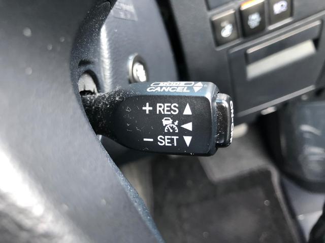 【 レーダークルーズコントロール 】アクセルを離しても前方の車に合わせて走行ができる装置です。