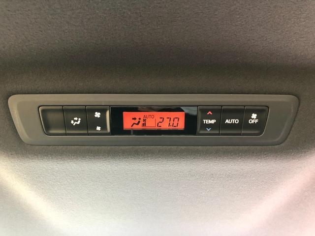 【リアオートエアコン】後部シートの方も最適な空調を提供します。