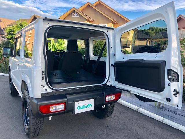 リヤシートを倒せば、大容量352L※の荷室スペースが広がります。開口部も大きく、荷物の積み下ろしもスムーズ。フロアはフラットとなり、スクエアな室内空間と相まってスペースを隅まで無駄なく活用できます。