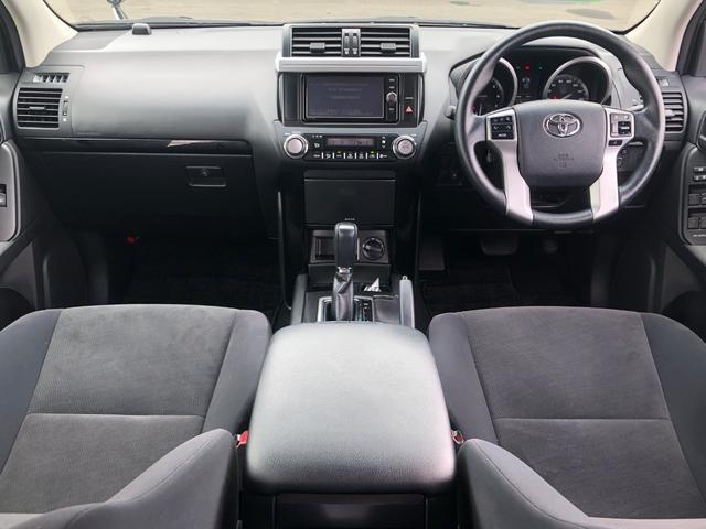 ★H27年式ランドクルーザープラド2.7 TX 4WD入荷しました!【内装全体】黒を基調に落ち着いた内装です。