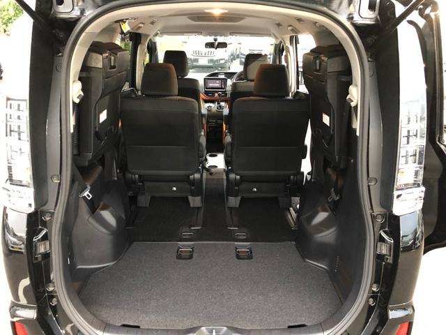 ◆ラゲッジスペース『サードシートは跳ね上げ式で広大なスペースができます。』