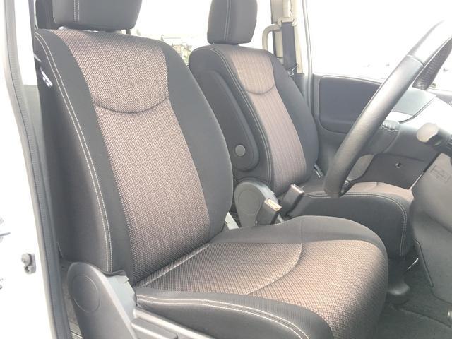 【運転席、助手席】 大人二人が乗ってもフロント席は広々空間♪
