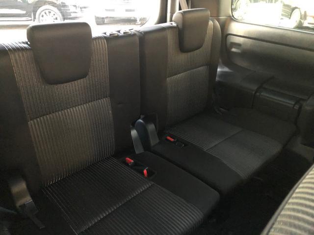 【サードシート】ミニバンタイプならではの居住性を生かした乗り心地!この席を活用すれば、ベッドにもなります♪