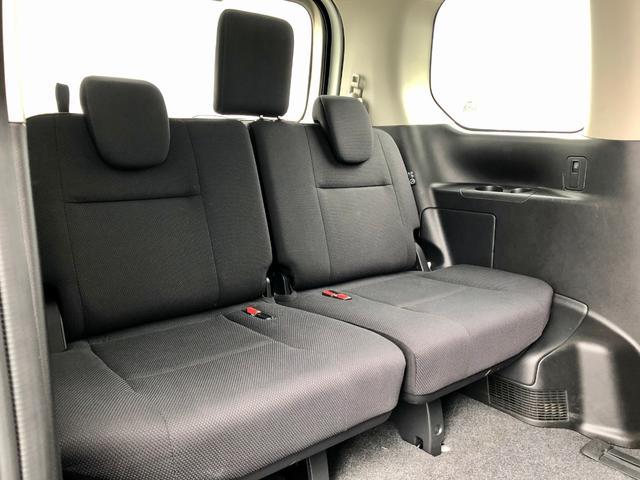 サードシート『ミニバンタイプならではの居住性を生かした乗り心地!この席を活用すれば、ベッドにもなります♪』