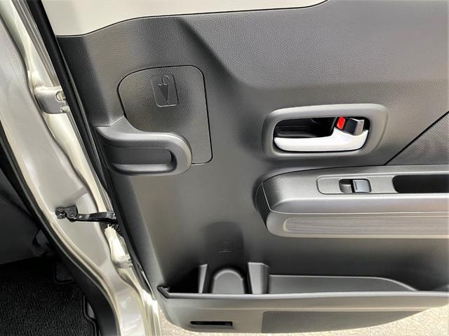 ■ユニークな新機能アンブレラホルダー。底部には水抜き穴があり、車内は濡れません♪