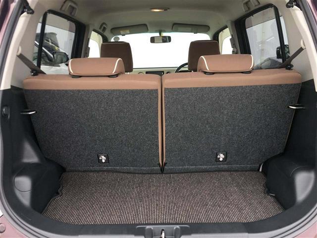 【トランク】リアシートを起こしている状態でも収納スペースはしっかり確保できます♪