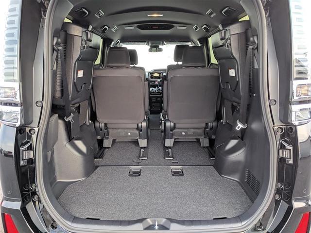 【トランク】ラゲッジルームは十分な広さが確保されています!サードシートを跳ね上げることで多様に収納でき、より大容量のラゲッジスペースが確保できますよ♪