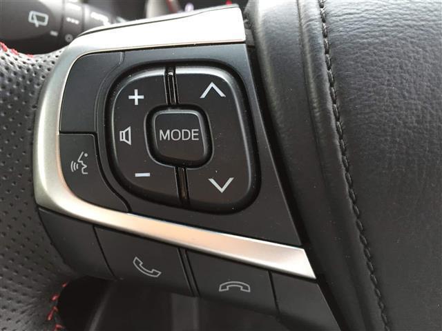 【 ステアリングスイッチ 】手元のスイッチで音楽などの音量調整やチャンネル・モードの変更が可能。より快適なドライブをお楽しみいただけます!