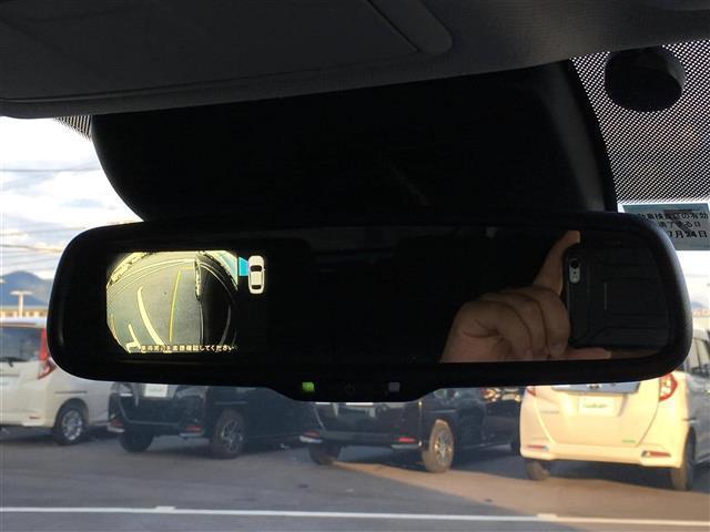 【左サイドモニター】左側の安全確認ができます。駐車が苦手な方にもオススメな便利機能です♪