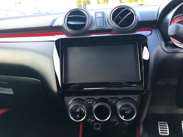 オートエアコン付きです。一定の温度にセットするだけで自働的に車内を設定温度に保ってくれるので快適です。