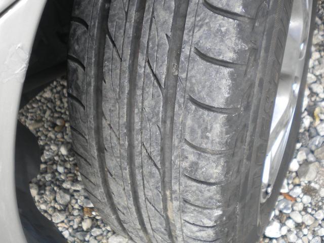 タイヤの山まだまだ充分有ります。