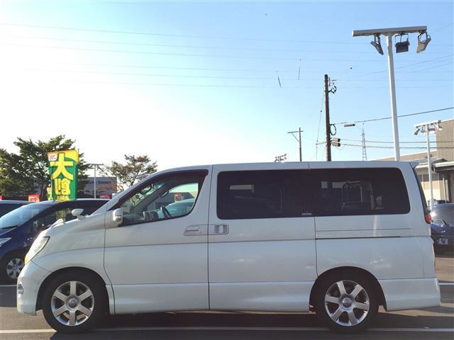 ハイウェイスタースタイリッシュシルバーレザー 4WD 本革シート オットマン 両側パワースライドドア フリップダウンモニター メーカーナビ フルセグTV CD MD パワーシート シートヒーター ETC AFS スマートキー 電動格納ミラー(8枚目)