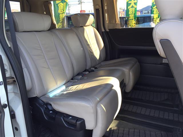 ハイウェイスタースタイリッシュシルバーレザー 4WD 本革シート オットマン 両側パワースライドドア フリップダウンモニター メーカーナビ フルセグTV CD MD パワーシート シートヒーター ETC AFS スマートキー 電動格納ミラー(12枚目)