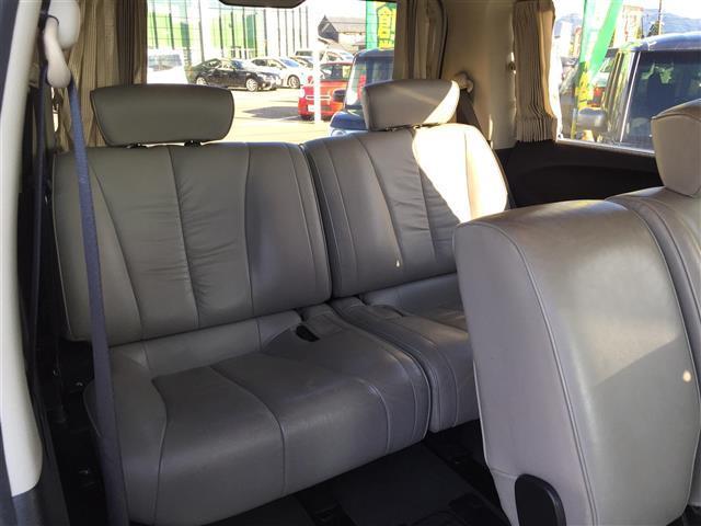 ハイウェイスタースタイリッシュシルバーレザー 4WD 本革シート オットマン 両側パワースライドドア フリップダウンモニター メーカーナビ フルセグTV CD MD パワーシート シートヒーター ETC AFS スマートキー 電動格納ミラー(14枚目)