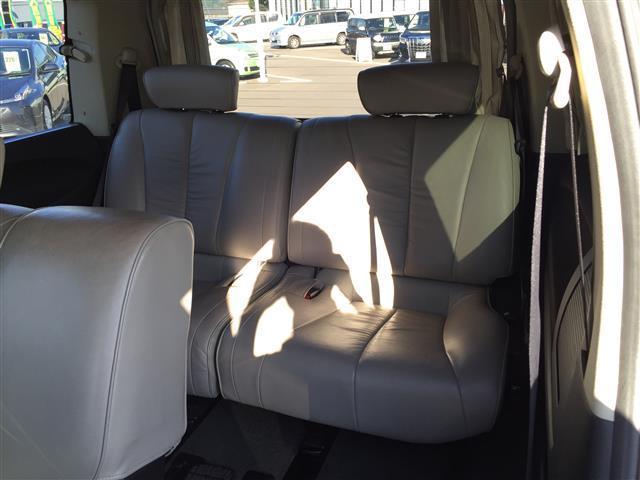 ハイウェイスタースタイリッシュシルバーレザー 4WD 本革シート オットマン 両側パワースライドドア フリップダウンモニター メーカーナビ フルセグTV CD MD パワーシート シートヒーター ETC AFS スマートキー 電動格納ミラー(15枚目)