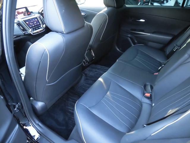 RSアドバンス 新車保証 1オーナー サンルーフ Tom'S 4本出しマフラー OP黒革 LED コーナーセンサー 純正18AW(13枚目)