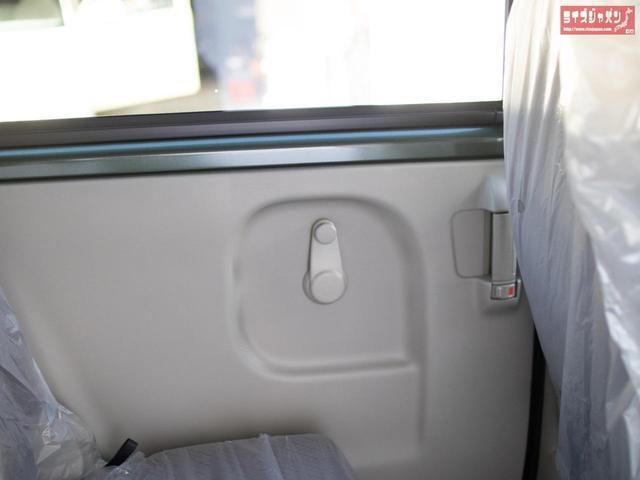 パナソニックアンテナ分離型ETC 自社オリジナルLEDヘッドライト 純正ラバーマット付き メーカー新車5年保証 オーバーヘッドコンソール キーレス プライバシーガラス 同色ミラー ファブリックシート(43枚目)