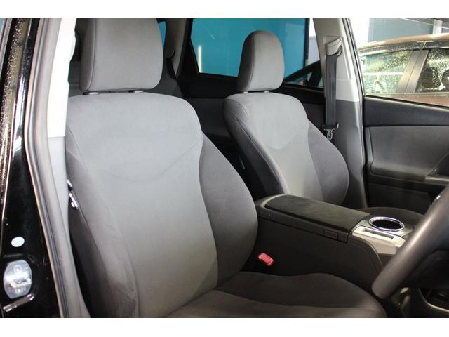 前席のシート状態はとても良好です!シミ・汚れ等ございません!また、座り心地も良く長距離運転も楽々です!