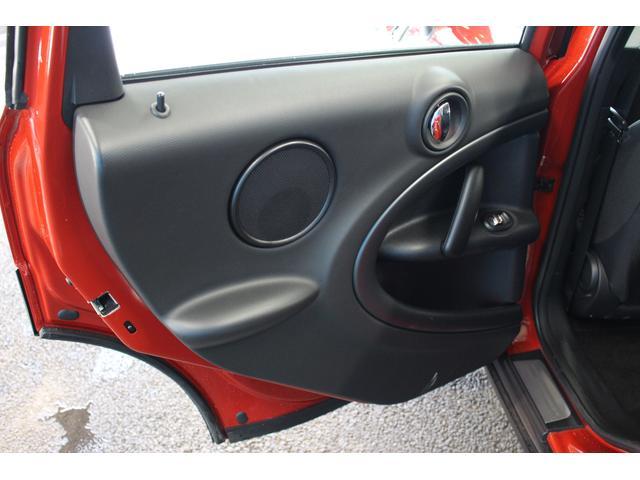 クーパーSD クロスオーバー パイオニアポータブルナビ 純正オーディオ HIDライト 禁煙車 ETC ミュージックプレイヤー接続 ターボ車 パドルシフト 社外レーダー 純正17インチアルミ サイドエアバック カーテンエアバック(29枚目)