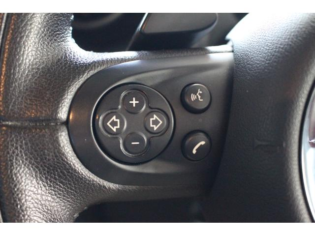 クーパーSD クロスオーバー パイオニアポータブルナビ 純正オーディオ HIDライト 禁煙車 ETC ミュージックプレイヤー接続 ターボ車 パドルシフト 社外レーダー 純正17インチアルミ サイドエアバック カーテンエアバック(44枚目)
