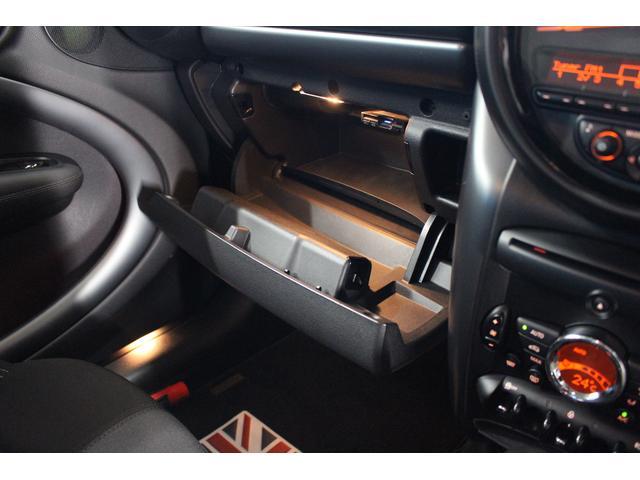 クーパーSD クロスオーバー パイオニアポータブルナビ 純正オーディオ HIDライト 禁煙車 ETC ミュージックプレイヤー接続 ターボ車 パドルシフト 社外レーダー 純正17インチアルミ サイドエアバック カーテンエアバック(57枚目)