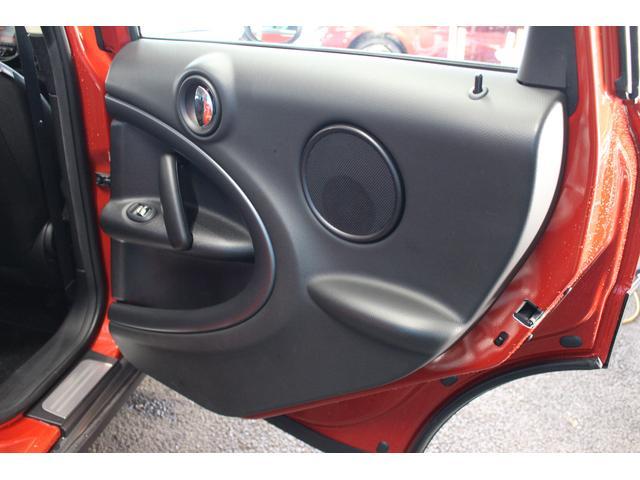 クーパーSD クロスオーバー パイオニアポータブルナビ 純正オーディオ HIDライト 禁煙車 ETC ミュージックプレイヤー接続 ターボ車 パドルシフト 社外レーダー 純正17インチアルミ サイドエアバック カーテンエアバック(68枚目)