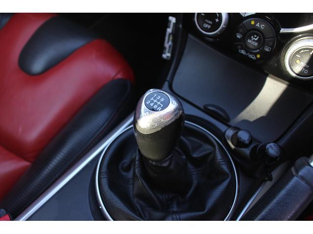 【6MT】シフトの切り替え良好!!シフトとクラッチ操作で運転中も飽きずにドライブが出来ます!!無料電話でのお問合せはTEL:0066-9704-6640です!!