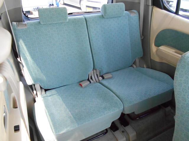 後部座席もひろびろ、大人でも十分のびのび快適♪