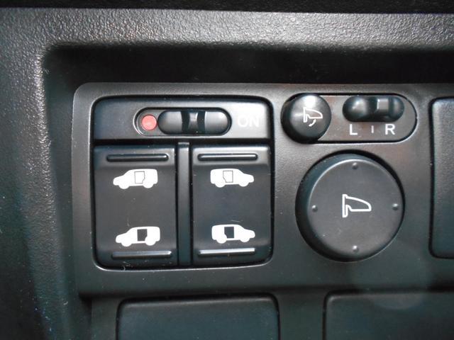 なんと左右電動スライドドア装備!これは便利ですよ♪