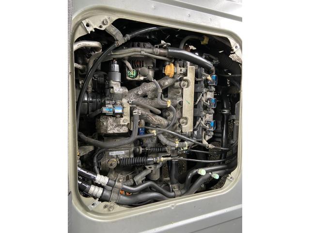とてもきれいなエンジンルームですよ!きてみてさわって♪
