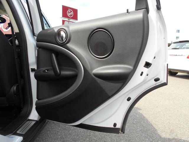 クーパー クロスオーバー ホワイトツートン プッシュスタート ミラーカバー ETC装備 純正16インチアルミ(7枚目)