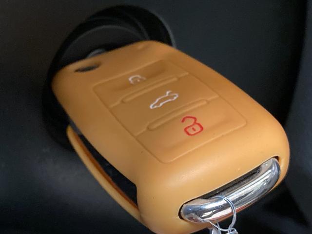 プライムエディション 社外ナビ ETC 純正16インチAW ルーフレール トノカバー HIDヘッドライト キーレスキー ウィンカーミラー リアコーナーセンサー 純正ゴムマット(3枚目)