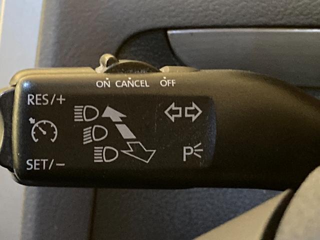 プライムエディション 社外ナビ ETC 純正16インチAW ルーフレール トノカバー HIDヘッドライト キーレスキー ウィンカーミラー リアコーナーセンサー 純正ゴムマット(5枚目)