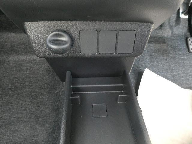 X リミテッドSAIII 届出済未使用車(17枚目)