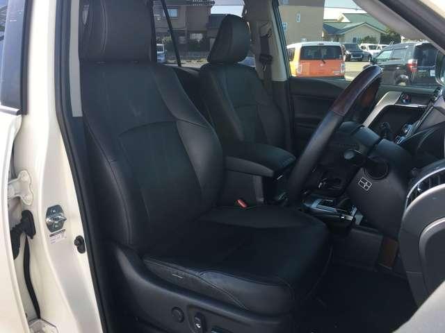運転席は視点が高いので、大型のSUVですが運転がしやすいと思います!