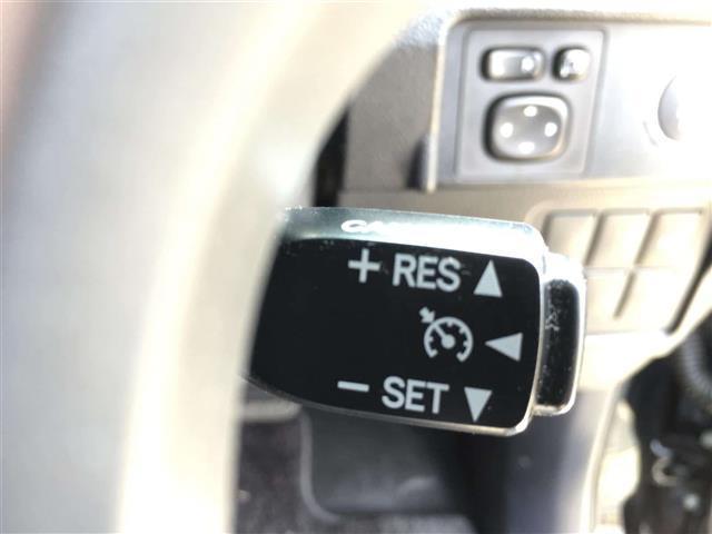 【クルーズコントロール】アクセルを離しても一定速度で走行ができる装備になります。