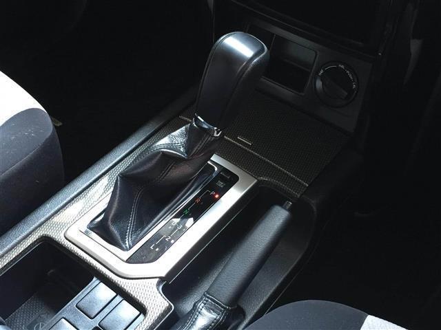 【シフトレバー】『シフトも操作しやすく快適なドライブを楽しんでいただけます♪ 』