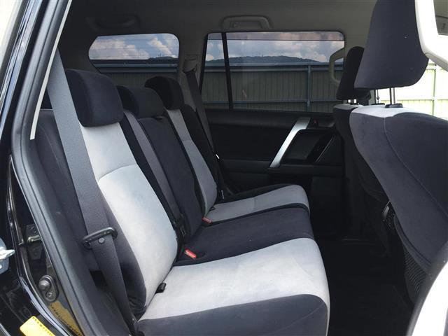 【2列目シート】 後部座席もゆったりと座れるスペースが確保できます!!足元も広々しております☆大人数でのお出かけも会話が弾みますね!!