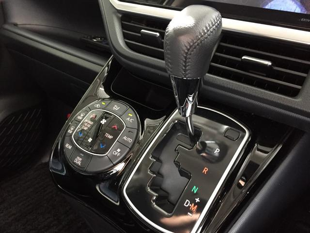 【デュアルオートエアコン】左右で温度調整が出来て、車内を快適にしてくれます