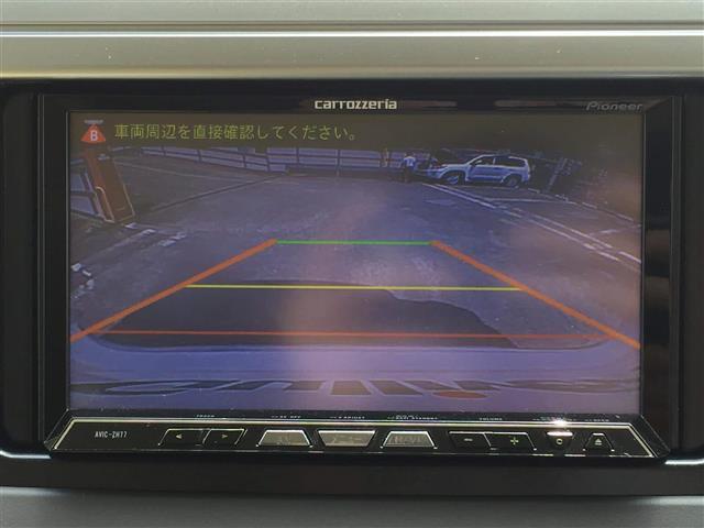 便利な【バックカメラ】で安全確認もできます。駐車が苦手な方にもオススメな便利機能です。