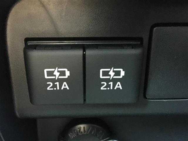 USBポート2ケ!!充電にも役に立ちます。