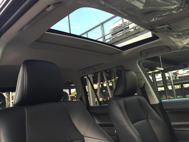 解放感溢れる【サンルーフ】車内には爽やかな風や太陽の穏やかな光が差し込みます