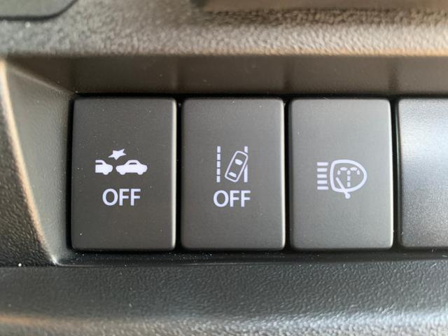 【 車線逸脱警報機能 】走行時に居眠り、わき見で車線を横切った瞬間に警報で危険を教えてくれます。