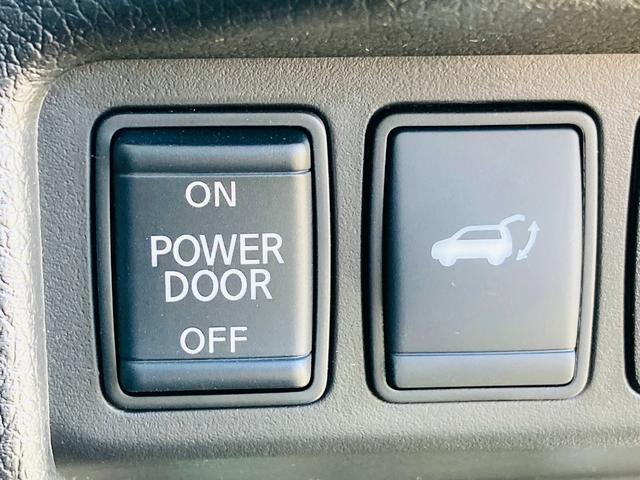 【 パワーバックドア 】荷物を抱えた状態でもスイッチ操作によるリアゲートの開閉が可能です☆お買い物時やアウトドアの際に役立ちますね♪