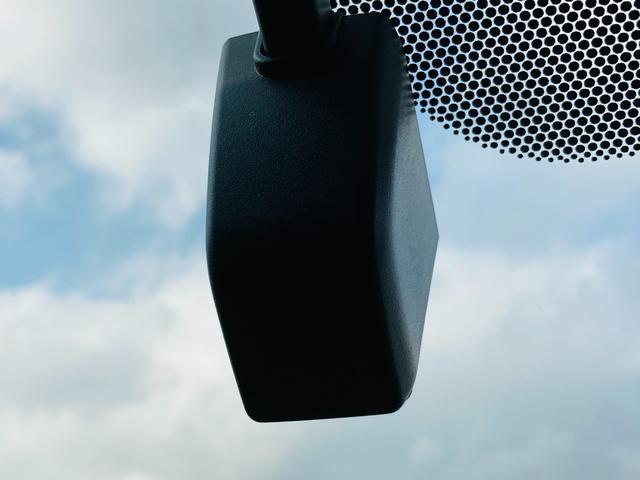 S 衝突軽減ブレーキ/純正ナビ/バックカメラ/ETC/クルーズコントロール/ステアリングスイッチ/レーンアシスト/オートライト/クリアランスソナー/ドライブレコーダー/スマートキー/プッシュスタート(6枚目)