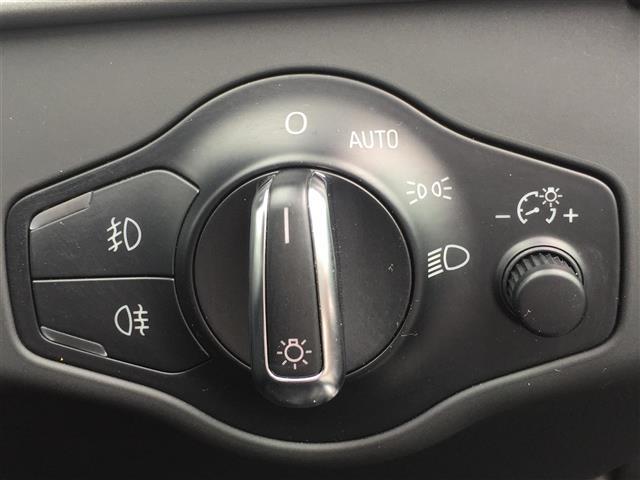 3.2FSIクワトロ 純正ナビ AM FM CD ETC コーナーセンサー プッシュスタート スマートキー スペアキー レザーシート メモリーシート シートヒーター クルーズコントロール MTモード付AT(11枚目)