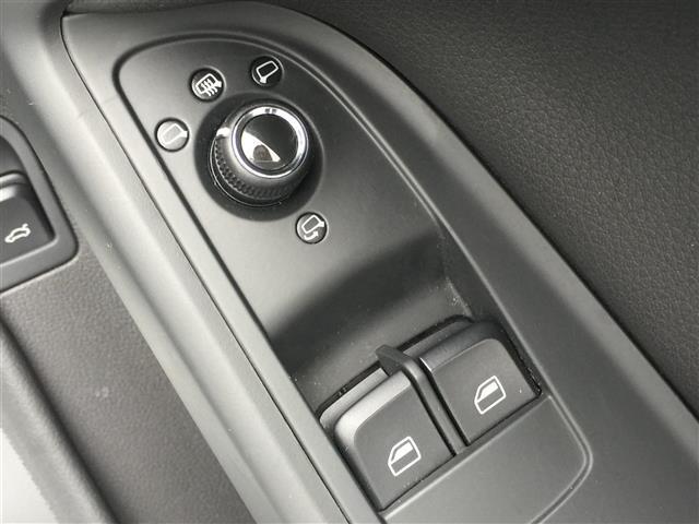 3.2FSIクワトロ 純正ナビ AM FM CD ETC コーナーセンサー プッシュスタート スマートキー スペアキー レザーシート メモリーシート シートヒーター クルーズコントロール MTモード付AT(16枚目)