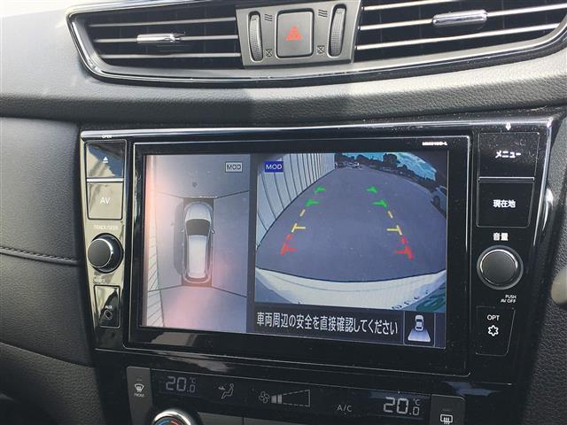 【全方位モニター&バックカメラ】クルマの真上から見ているかのような映像によって、周囲の状況を知ることで、駐車を容易に行うための支援技術です。駐車が苦手な方にはオススメ機能です!!