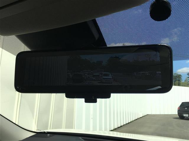 【スマートルームミラー】車体後部に内蔵した高解像度カメラで映像や情報を映し出します♪
